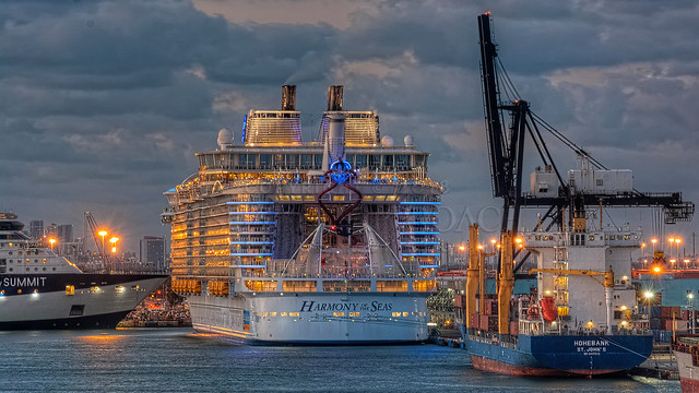23557 • Harmony of the Seas HDR