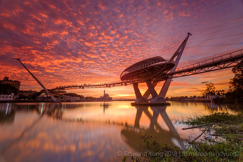 kuching sunset bridge sbridge sarawakriver