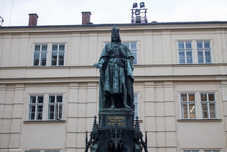 Statua di Carlo al Ponte Carlo
