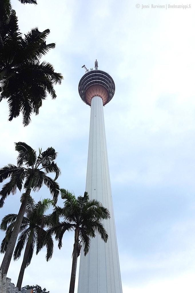 Kuala Lumpurin Menara Tower katutasosta käsin