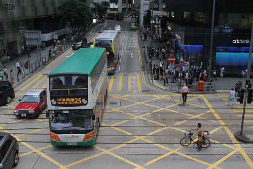 First Bus #4028 on route 25 crosses Des Voeux Road Central