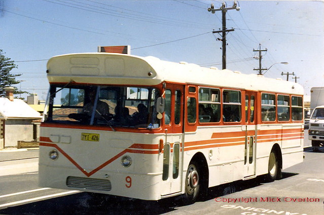 1966 Leyland Cub 7YI-426 former MTT673 transports school kids in Freemantle WA January 1988