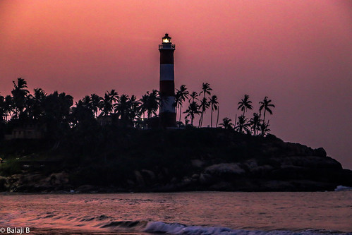 lighthouse kovalam kovalambeach beach seashore arabiansea sea travel traveller canon canondslr canoneos canon70d sky skylinesky dawn sunrise