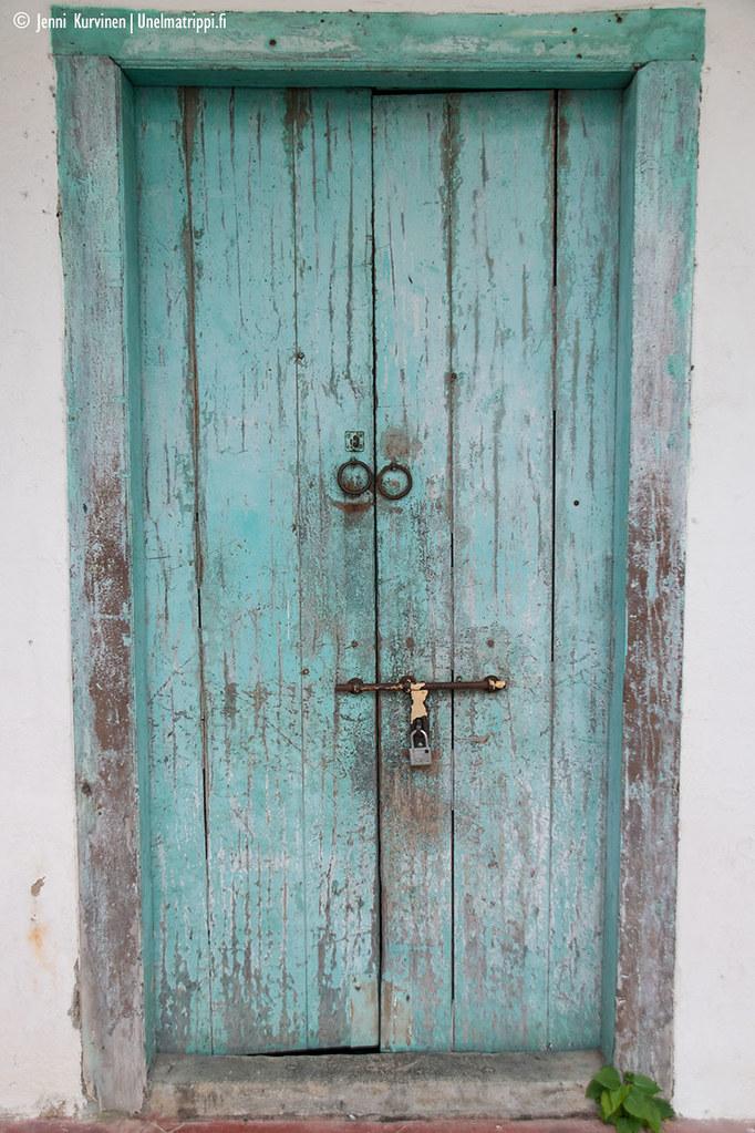 Turkoosi kaunis ovi George Townissa Malesiassa