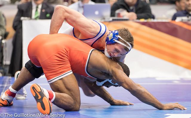 174 7th Place Match - David Kocer (South Dakota State) 29-8 won by decision over Jacobe Smith (Oklahoma State) 22-8 (Dec 7-2) - 180317cmk0020