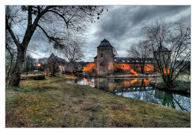 Ratingen - Wasserburg Haus zum Haus 02