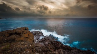 Another cloudy sunrise from Oahu. I think this just shows that you don't need the perfect sunrise to get good photos. What do you think? #agameoftones #ig_masterpiece #ig_exquisite #ig_shotz #global_hotshotz #superhubs #main_vision #master_shots #exclusiv | by tonycurado