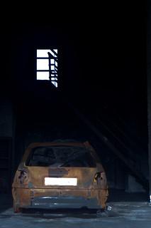 Un coche una escalera y una ventana   by Senén S.C.