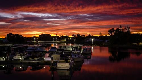 dawn morning sunrise mandurah boats marin