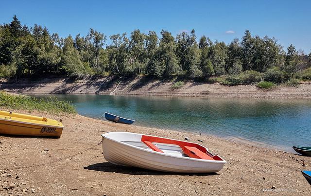 Sjećanje na ljeto: na obali Lokvarskoga jezera
