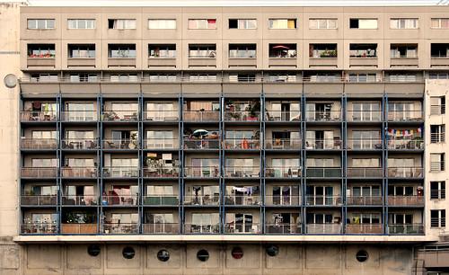 Face à la Cité des Sciences   by Carlos ZGZ