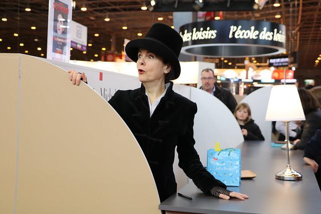 Amélie nothomb de face