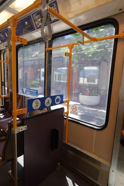 金, 2015-07-17 14:18 - 路面電車の自転車用スペース