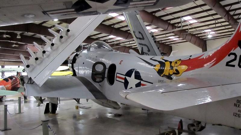 Douglas AD-4NA Skyraider 1