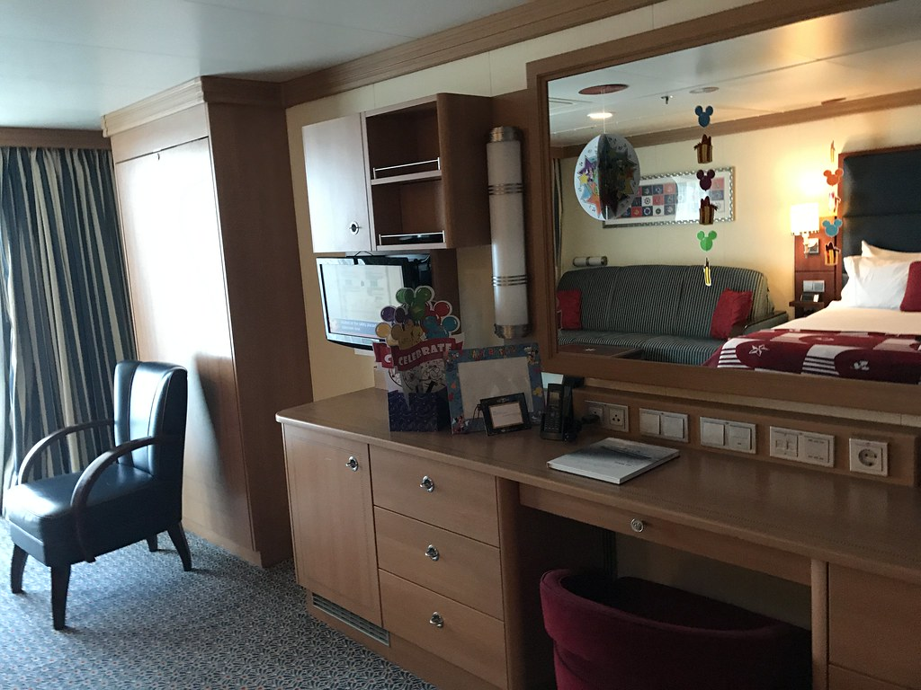 Cat. 4B (Accessible) Disney Dream Cabin 8590 Deluxe Family…   Flickr