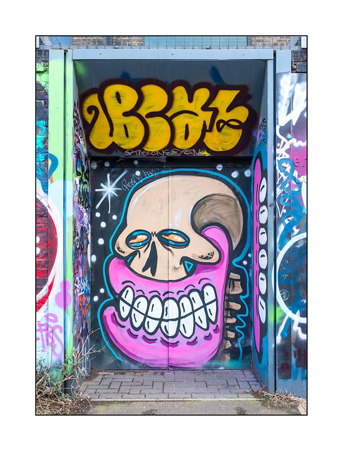 Graffiti (Sweet Toof), East London, England.