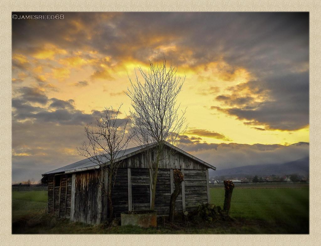 Juste une cabane en fin de journée