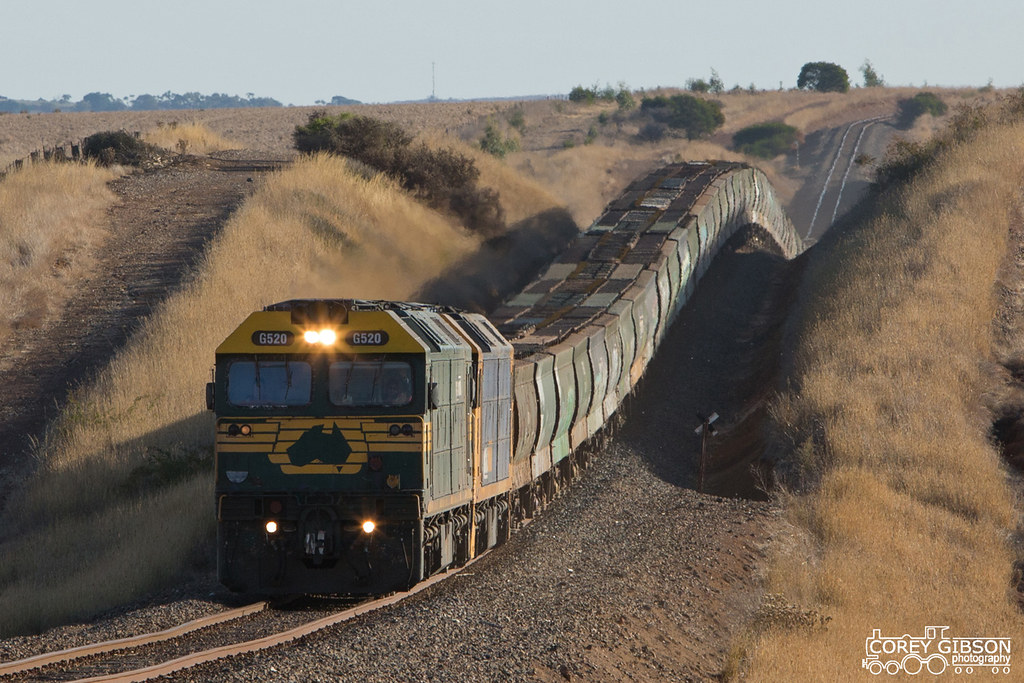 G520 & BL28 with the 7725V empty grain ex Portland by Corey Gibson