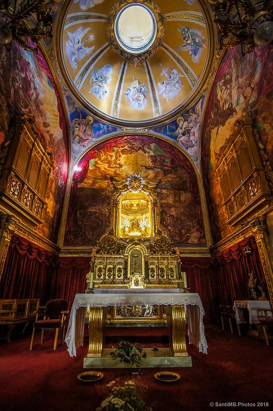 Altar mayor del Santuari de la Mare de Déu de Caldes de Boí con la talla de la Virgen