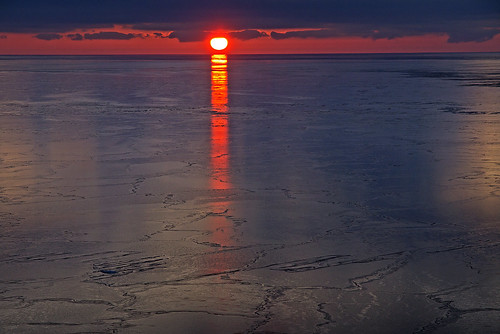 sun sol is ice isflak icefloe östersjön baltic gulfoffinland finskaviken winter vinter hav sea finland suomi suomenlahti morgon morning dawn gryning sunrise soluppgång aurinko