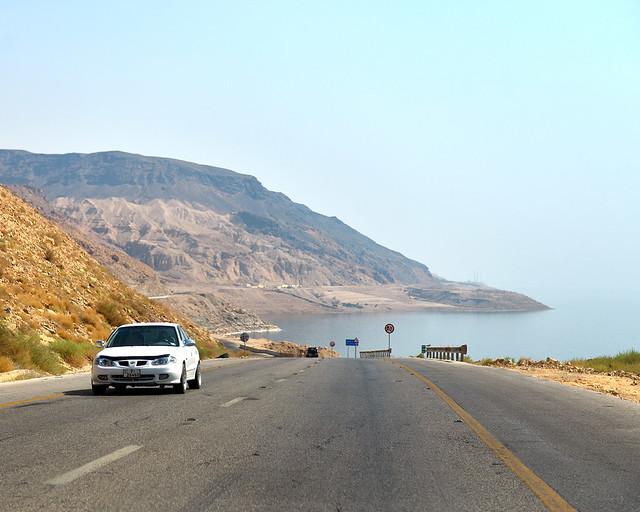 Carreteras en Jordania junto al mar Muerto