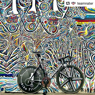 Ahh Berlin!  #Repost @teamnater ・・・ 💥💥💥URBAN CAMO💥💥💥 The Berlin Wall has some amazing sections! #teamnater #natekoch #naterhere #theshowman #mrsixday #fixieporn #bikeporn #fixie #fixedgear #track   by bespokechainrings