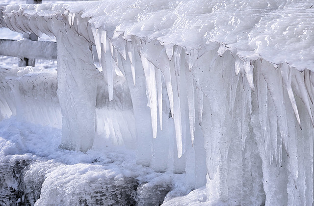 Large icicles and icing on the Afsluitdijk
