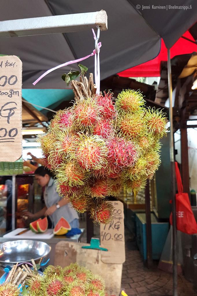 Rambutaneja myynnissä Kuala Lumpurin Chinatownissa