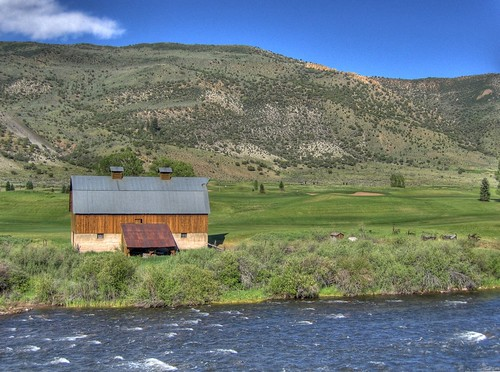 blue usa water clouds barn golf ilovenature colorado stream golfcourse northamerica 300 avon hdr bestofthebest photomatix tonemapped sipbotbfs slickrframe
