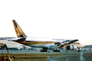 Singapore 777 -200 9V-SVE LAX rollout