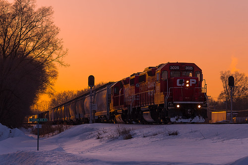 crystal minnesota unitedstates us winter mnsjunction emd cp3025 soo4598 sooline canadianpacificrailway cpr cppaynesvillesub railroad gp382 gp392