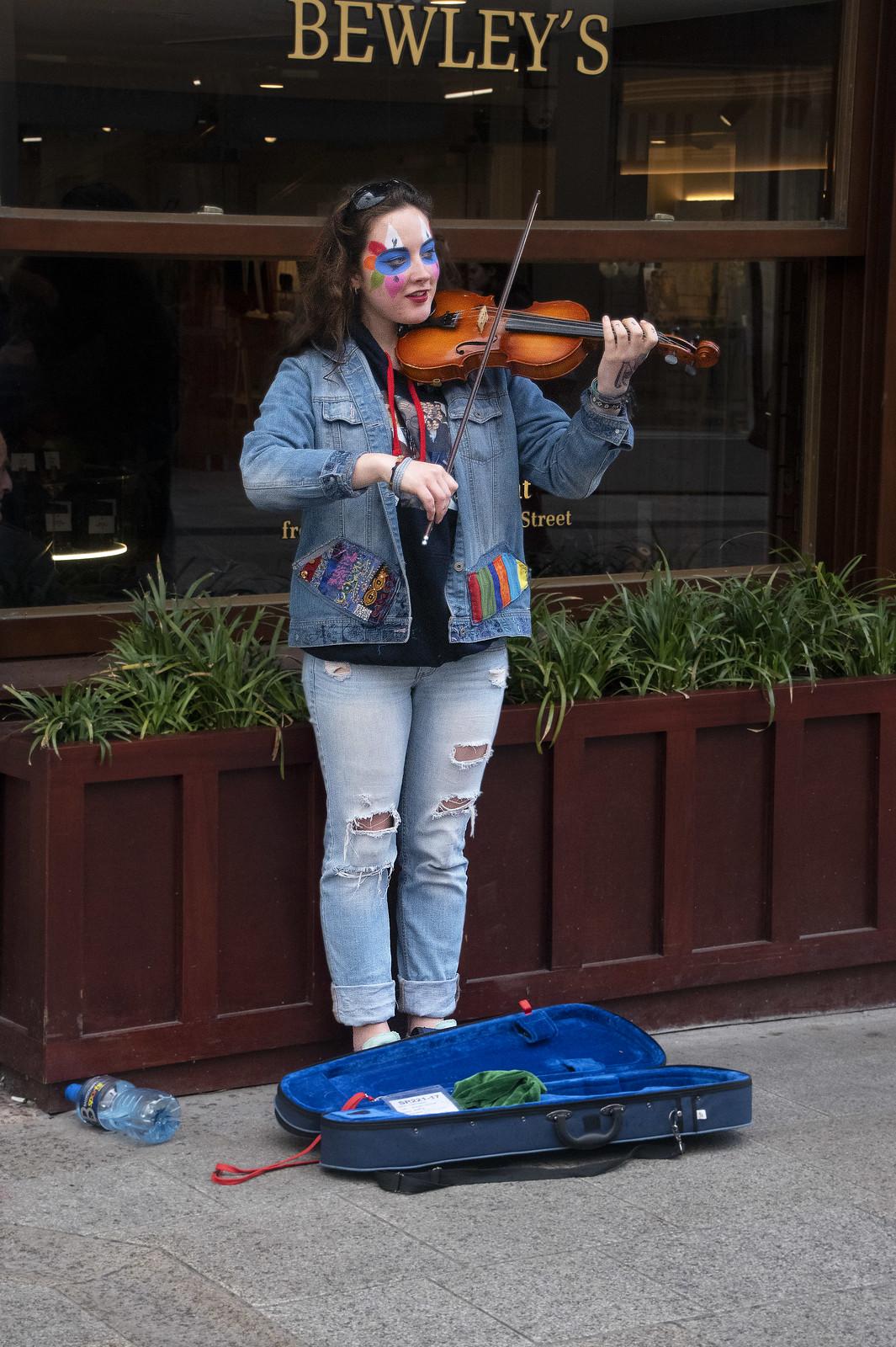 Busker at Bewley's -- 78-79 Grafton Street Dublin (Ireland) April 2018
