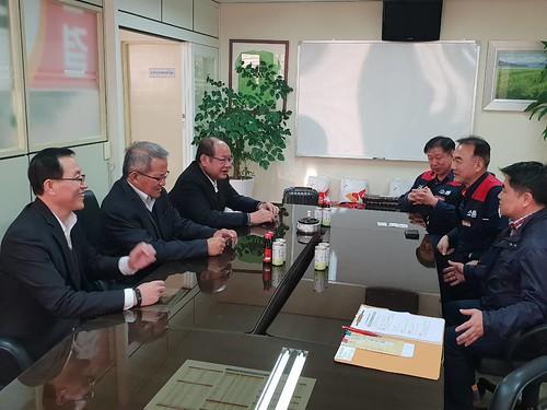 圖03. 本會代表團與韓國SK工會孫宏植副委員長〈右2〉座談交流。