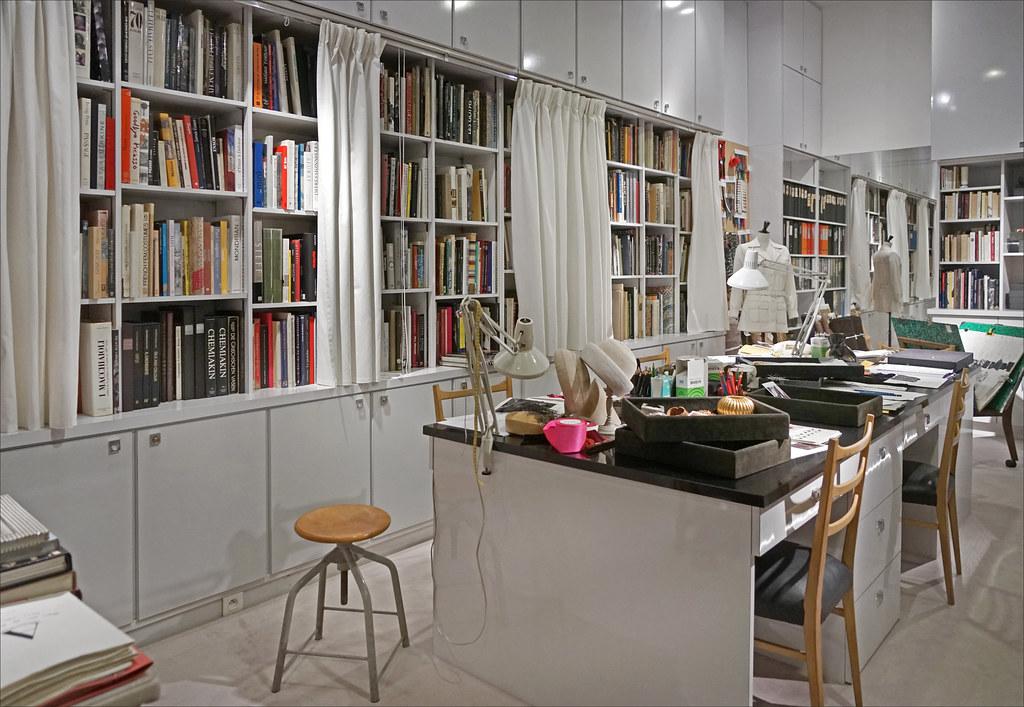 c3be2de233e ... Le studio d'Yves Saint Laurent (Musée Yves Saint Laurent, Paris)