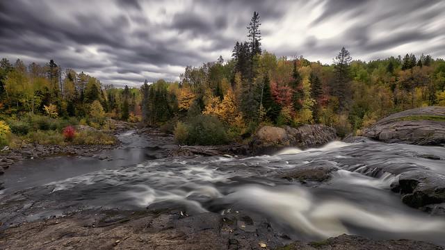Couleurs d'automne le long de la rivière- Du-Moulin (4)