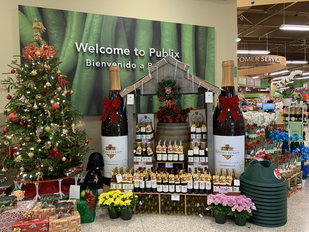 Publix Christmas Eve Hours.Giant Wine Bottle Christmas Display Publix West Miami Flickr