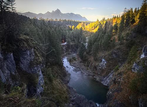 pb016179apb016182pxma koaxial mountains berge landscape sunset river fluss wasser water nature blue sky hugin hdr valley tal view trees sunlight