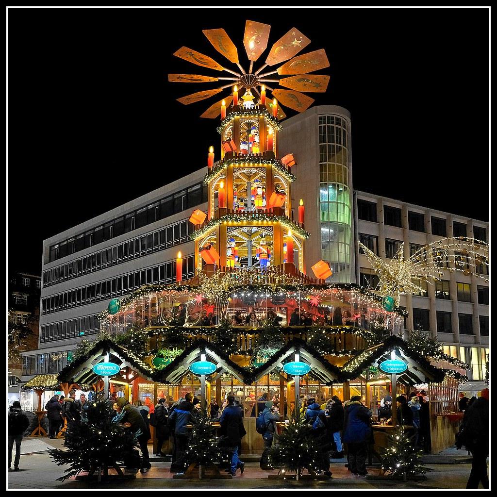 Hannover Weihnachtsmarkt.Hannover Weihnachtsmarkt Kropcke Gluhweinpyramide Flickr