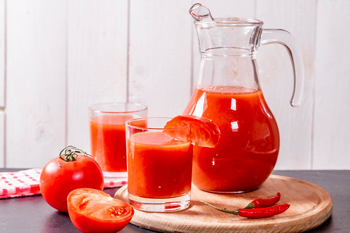 Tomato juice with raw tomatoes | by wuestenigel