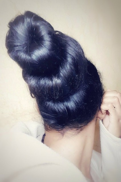 Two buns hairstyle  Double buns  Big hair bun  Hair #style #hairstyle #bun #donut #hair   كعكتين الشعر  تسريحة شعر الكعكتين