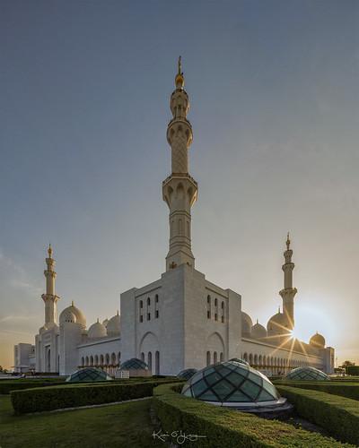 sheikhzayedgrandmosque abudhabi uae sony a7r2 voigtlanderultrawideheliar12mm sunset sunstars