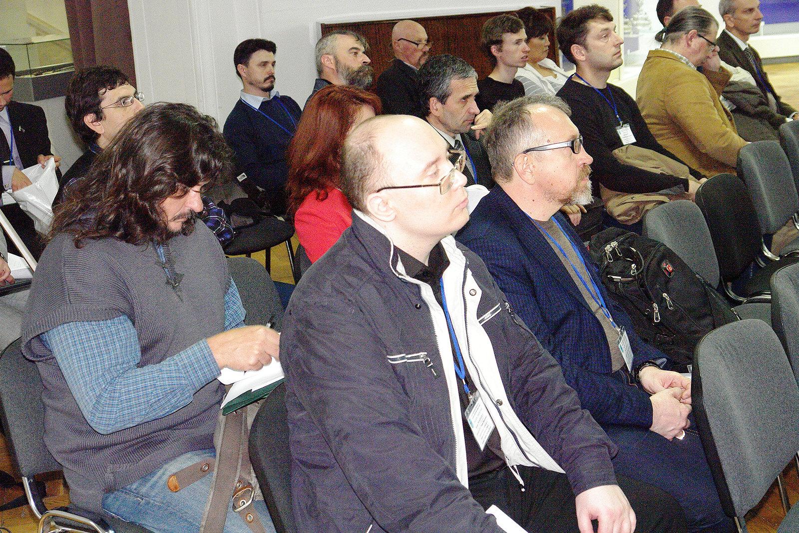 Учасники конференції: Роман Прохватіло, Юрій Бохан, позаду - Олег Мальченко.