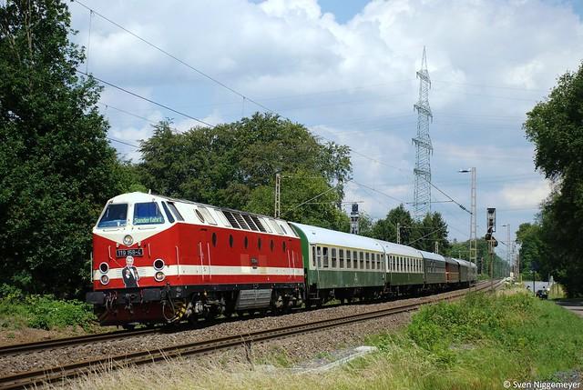 119 158-4 mit einem Sonderzug zur Saturnfeier nach Köln in Solingen am 12.06.11