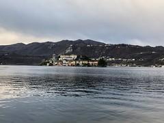 Una domenica pomeriggio in famiglia..passeggiando al lago d'orta con l'isolotto san Giulio da ammirare..