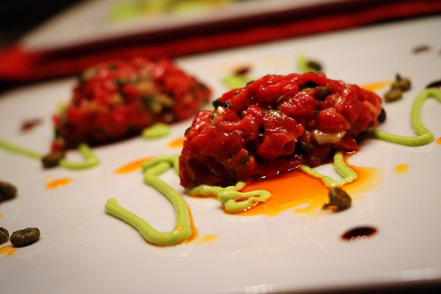 Beef tartare with avocado coulis