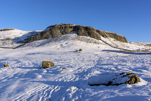 landscape yorkshire yorkshiredales austwick limestone robinproctersscar cliff norber snow winter