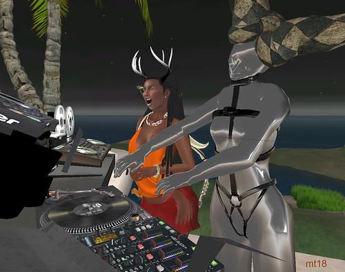DJ Silver Plasti y support