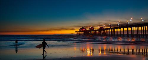 huntingtonbeach calif california southerncalifornia wharf pier pacific ocean beach surfers surf sunset dusk hhsc2000 travel sky sea silhouettes people 2014