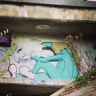 Is this #tobaccoadvertising ? #art by #lescrayons . #brussels #graffiti #urbanart #graffitiart #streetartbelgium #graffitibelgium #bruxhell #bruxellesmabelle #urbanart_daily #graffitiart_daily #streetarteverywhere #streetart_daily #ilovestreetart #igersst