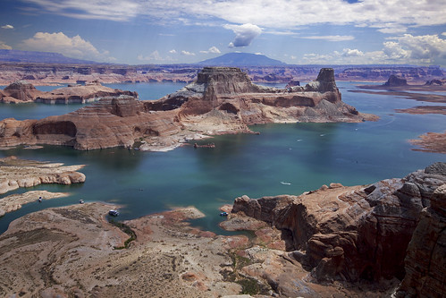 landscape lake reservoir lakepowell glencanyonrecreationarea boat kayak redrockcountry nationalpark nationalrecreationarea utah coloradoplateau earthnaturelife wondersofnature breathtakinglandscapes
